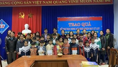 Vụ thư viện tặng sách cho đồng bào Quảng Trị
