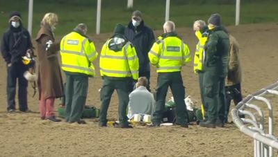 [VIDEO] Thoát chết thần kỳ sau cú ngã kinh hoàng của VĐV đua ngựa