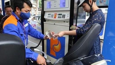 Giá xăng tăng gần 400 đồng/lít