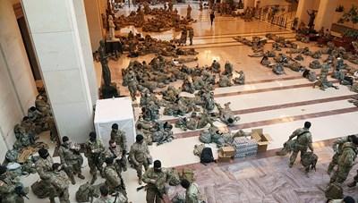 Mỹ: Vệ binh Quốc gia nằm la liệt tại Điện Capitol