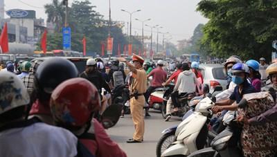 [ẢNH] Người dân ùn ùn đổ về quê, Thủ đô 'thất thủ' mọi con đường