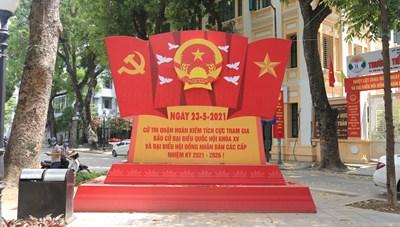 [ẢNH] Đường phố Hà Nội rực rỡ cờ hoa hướng về ngày hội của toàn dân