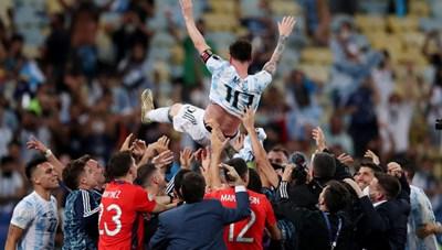 [VIDEO] Messi ăn mừng chức vô địch, Neymar khóc khi thành 'cựu vương'