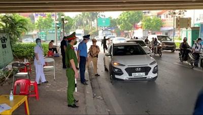 [VIDEO] Tăng cường kiểm soát phương tiện vào Hà Nội tại 22 chốt chặn cửa ngõ