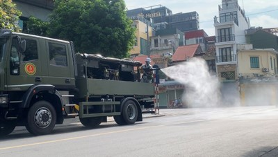 [VIDEO] Phun khử khuẩn khu vực phố cổ Hà Nội