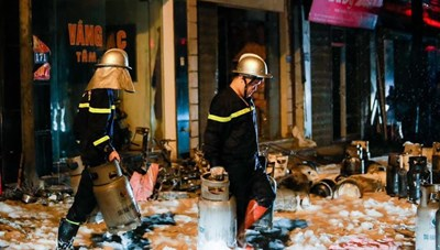 [VIDEO] Cháy lớn tại cửa hàng kinh doanh gas ở Đan Phượng, Hà Nội