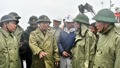 Phó Thủ tướng Trịnh Đình Dũng kiểm tra phòng, chống bão số 9 tại TP Đà Nẵng