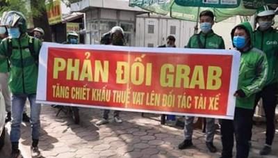 Hàng trăm tài xế Grab Hà Nội tập trung phản đối chính sách tăng 10% thuế VAT