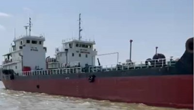 Bắt giữ 2 tàu 'khủng' bỏ trốn vụ đường dây làm giả xăng dầu 1 triệu lít/ngày
