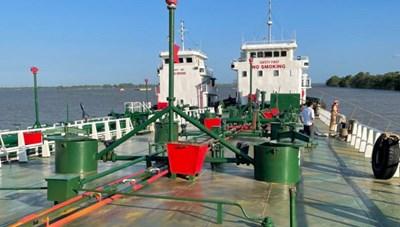 Bắt giữ 2 thuyền trưởng bỏ trốn trong đường dây buôn lậu xăng giả 'khủng' ở Đồng Nai