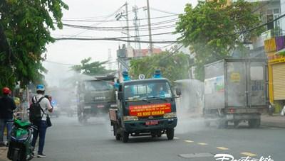 [ẢNH] TP Hồ Chí Minh phun thuốc tiêu độc khử khuẩn toàn thành phố