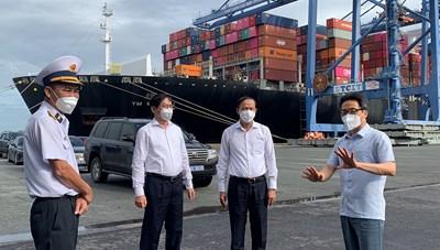 Phó Thủ tướng Chính phủ Vũ Đức Đam: Kiểm soát chặt các nguy cơ lây nhiễm tại các cảng biển