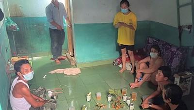Đồng Nai: Ăn nhậu giải khuây, 8 người bị xử phạt 16 triệu đồng