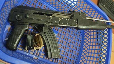 Bà Rịa-Vũng Tàu: Trong thời gian giãn cách, vác súng AK đi dọa đối thủ