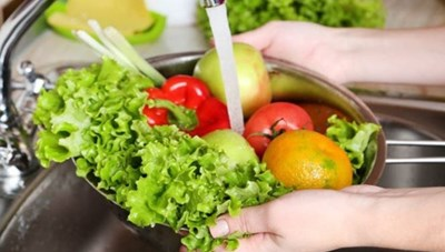 Bộ Y tế khuyến cáo: Không phun chất khử khuẩn lên thực phẩm