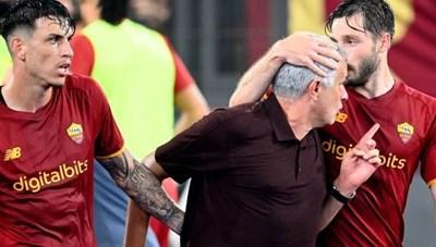 AS Roma thắng thót tim, HLV Mourinho đón hai cột mốc vĩ đại