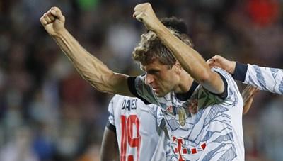 Lewandowski lập cú đúp, Barca lại bị Bayern vùi dập vì hàng công kém cỏi