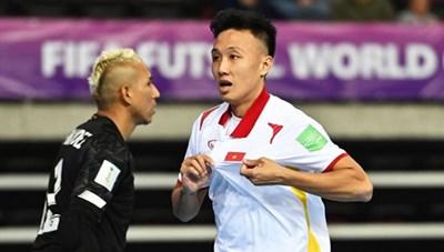 Tiền đạo Minh Trí đi vào lịch sử, tuyển futsal Việt Nam được thưởng nóng
