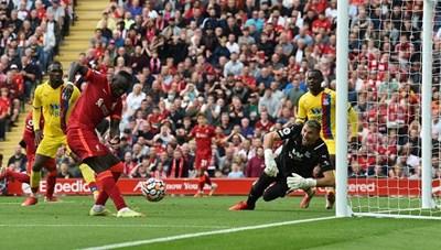 Mane lập kỷ lục hiếm có giúp Liverpool chiếm ngôi đầu Ngoại hạng Anh