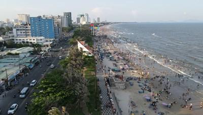 Hết tháng 10, người dân Vũng Tàu được tắm biển, mở lại hoạt động du lịch