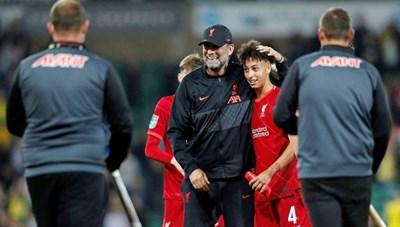 Pep Guardiola và Jurgen Klopp mừng ra mặt khi thắng tại Cúp Liên đoàn