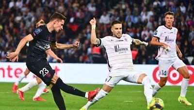 Messi ngồi khán đài chứng kiến Neymar cùng PSG tái lập kỳ tích lịch sử