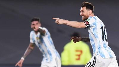 Messi lập siêu phẩm giúp Argentina thắng đậm Uruguay