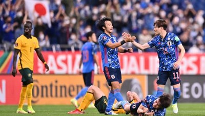 Nhật Bản thắng kịch tính Australia nhờ bàn phản lưới nhà