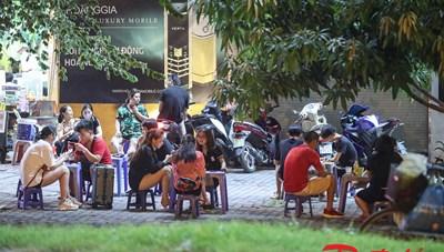 Hà Nội: Nhiều hàng quán phớt lờ chỉ thị phòng, chống dịch
