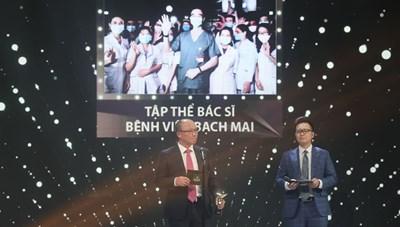 VTV Awards 2020: Tập thể y bác sĩ bệnh viện Bạch Mai nhận giải thưởng Nhân vật của năm