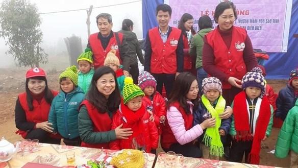 Những 'bà tiên' đan len của trẻ em nghèo vùng cao