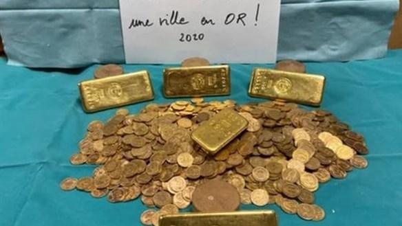 Phát hiện kho báu 1.000 đồng tiền vàng trong ngôi nhà cũ