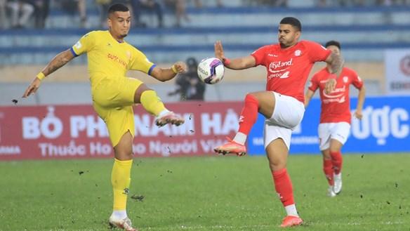 V.League 2021: Mạnh tay thay ngoại binh