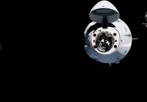 Tàu vũ trụ SpaceX mang theo 4 phi hành gia kết nối thành công với ISS