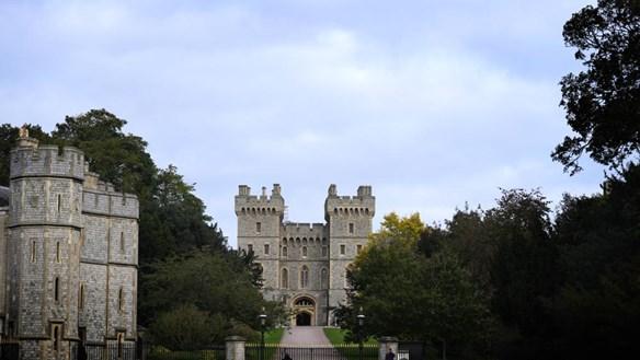 Nữ hoàng Elizabeth II trở lại lâu đài Windsor sau khi xuất viện