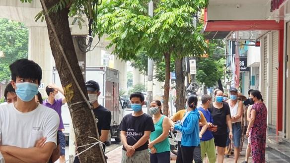 [ẢNH] Hà Nội: Nơi kinh doanh thành điểm hỗ trợ lao động nghèo mùa dịch