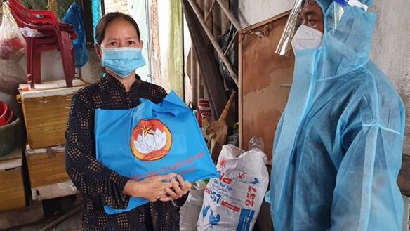 Nhiều hoạt động hỗ trợ dân nghèo, người lao động khó khăn tại TP Hồ Chí Minh