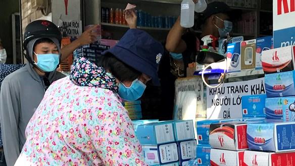 'Chợ khẩu trang' ở TP HCM nhộn nhịp trở lại
