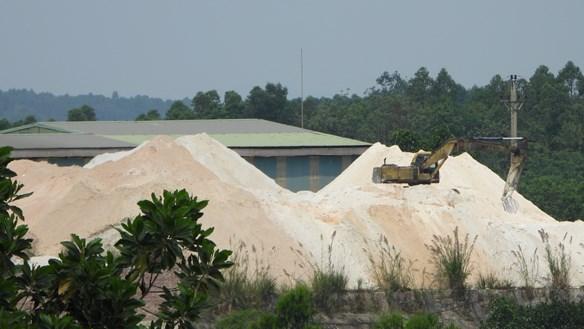 """Dân """"kêu trời"""" vì mỏ Cao lanh của Công ty Cổ phần Khoáng sản Hùng Vương"""