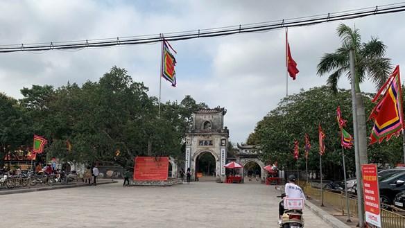 [ẢNH] Nam Định: Đền Trần vẫn mở cửa nhưng thưa người