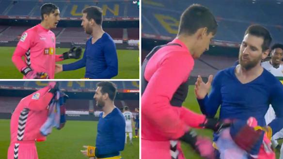 Thủ môn Elche 'đứng hình' khi được Messi xin đổi áo đấu