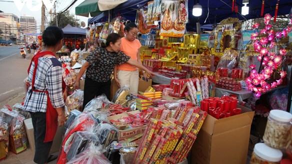 Thư người xa xứ: Chợ người Việt trên phố Phonexay