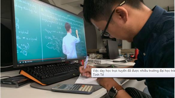 Dạy học trực tuyến: Giáo viên không còn bị động