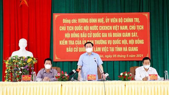 Chủ tịch Quốc hội kiểm tra công tác chuẩn bị bầu cử tại tỉnh Hà Giang