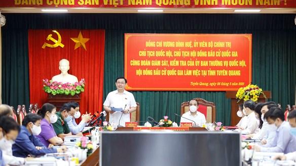 Chủ tịch Quốc hội kiểm tra công tác bầu cử tại Tuyên Quang