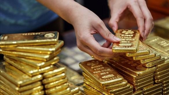 Giá vàng trong nước bỏ xa giá vàng thế giới, vì sao?