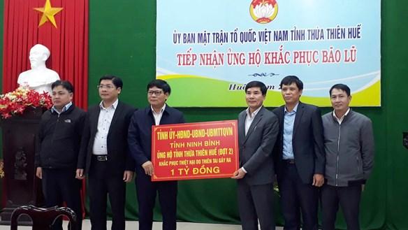 Ninh Bình ủng hộ người dân các tỉnh miền Trung 2 tỷ đồng khắc phục bão lũ
