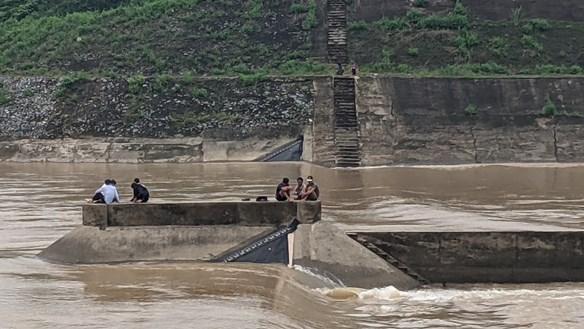 Điều tra nguyên nhân tàu chở đoàn cán bộ Sở GTVT gặp nạn trên sông Thạch Hãn