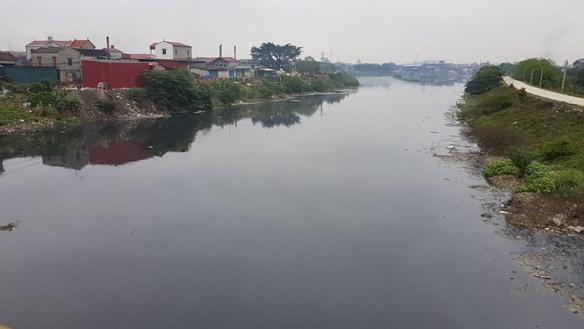 Vụ sông Cầu ô nhiễm, cá lồng chết trắng, 2 bộ vào cuộc yêu cầu Bắc Ninh xử lý vi phạm