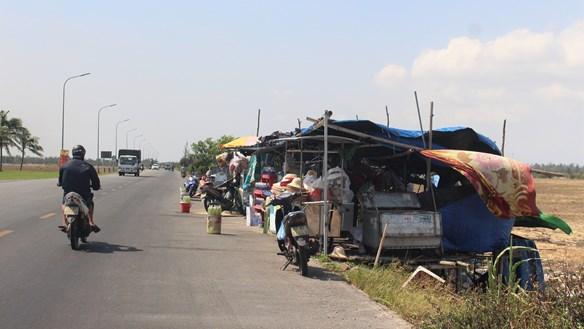 Quảng Nam: Lều quán tự phát tiềm ẩn nguy cơ TNGT và cháy nổ